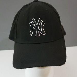 NY Yankees X/XL Hat Cap Black White